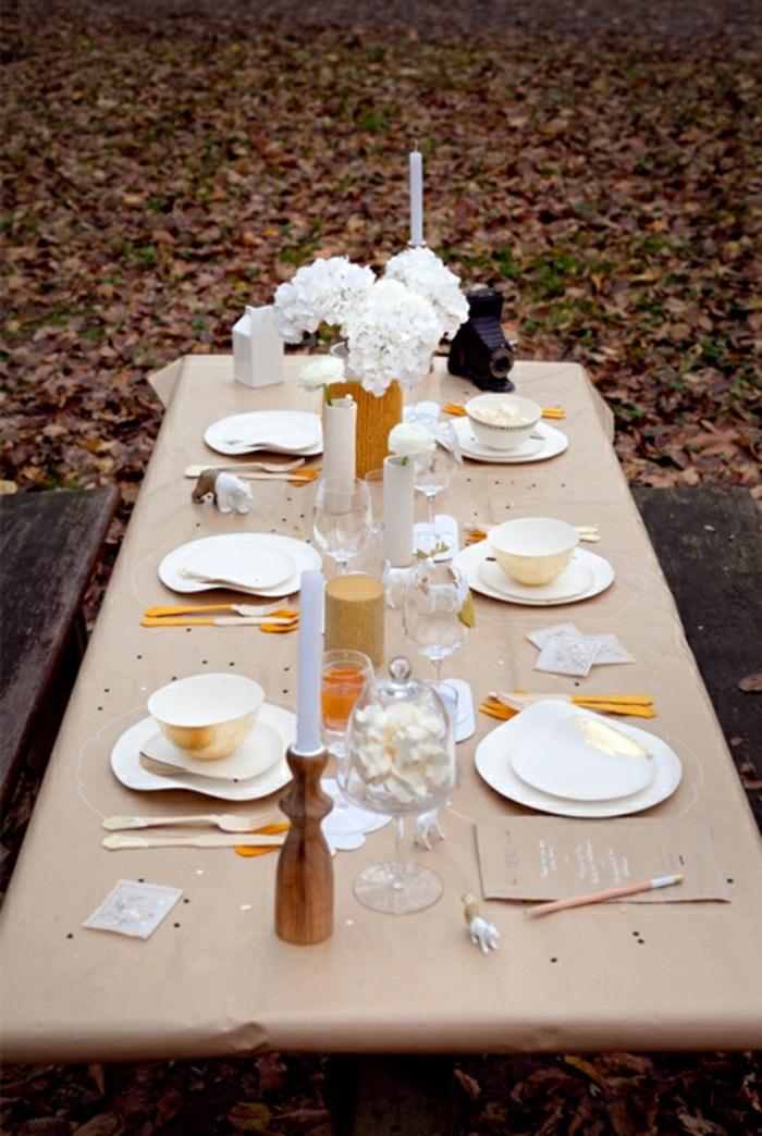 nappe-de-table-en-papier-beige-set-de-table-jetable-en-plastique