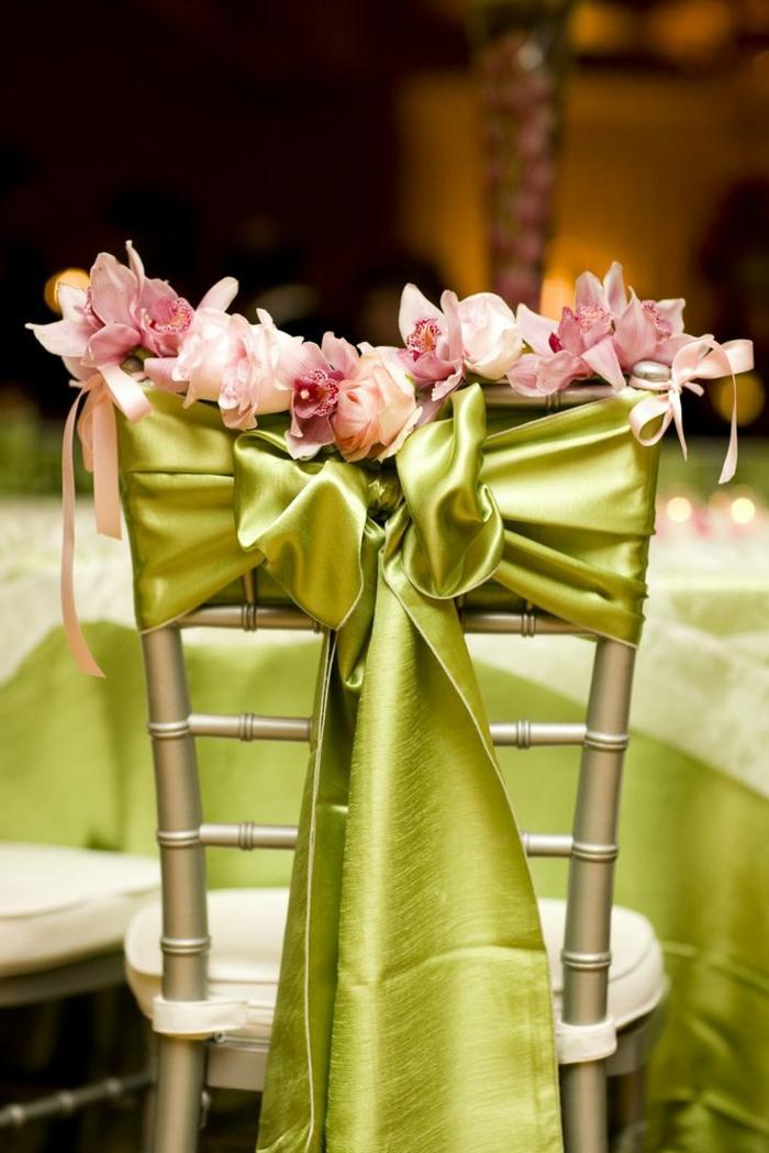 noeud-de-chaise-avec-belles-orchidées