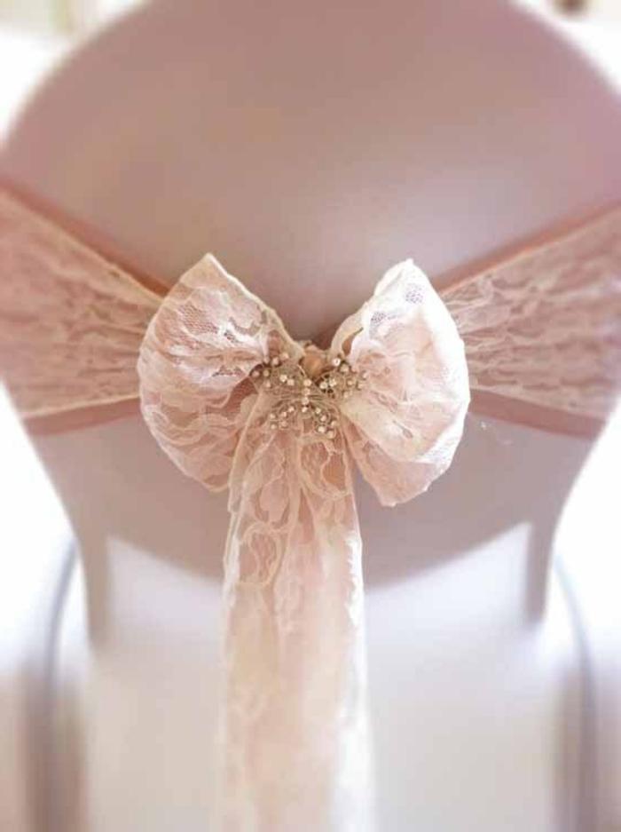 noeud-de-chaise-avec-dentelle-rose-pâle