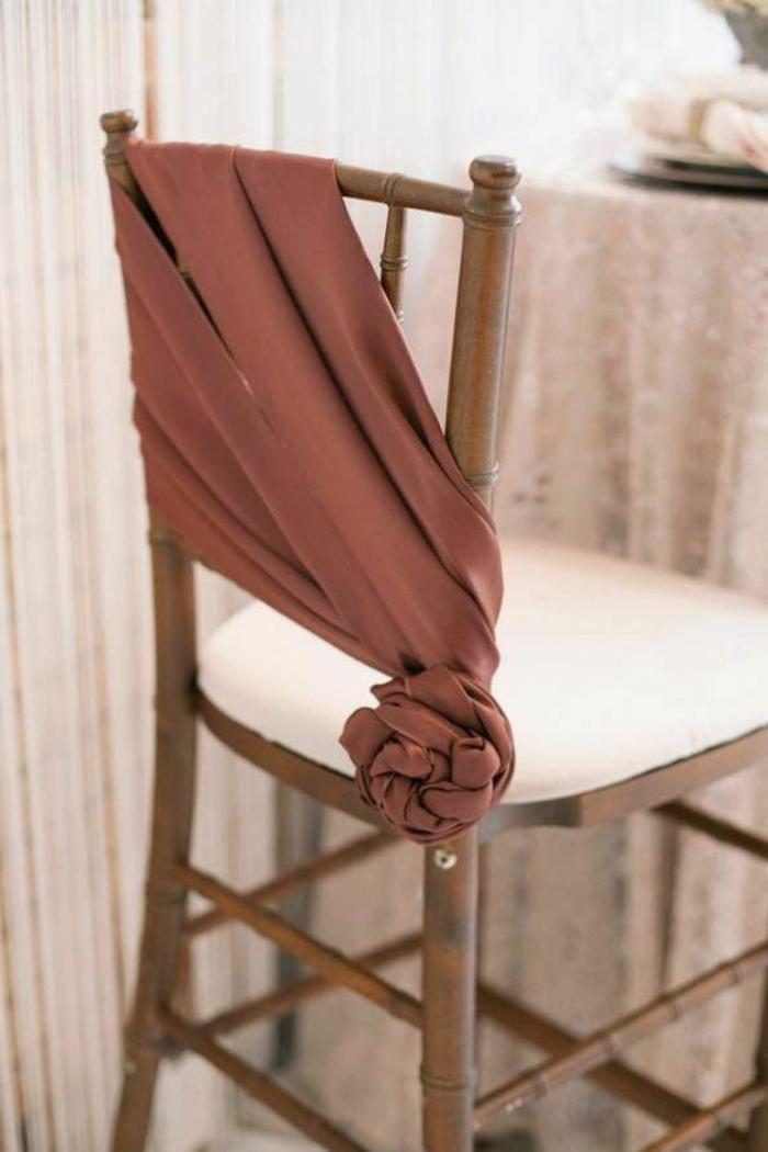 noeud-de-chaise-couleur-magnifique-et-étoffe-splendide