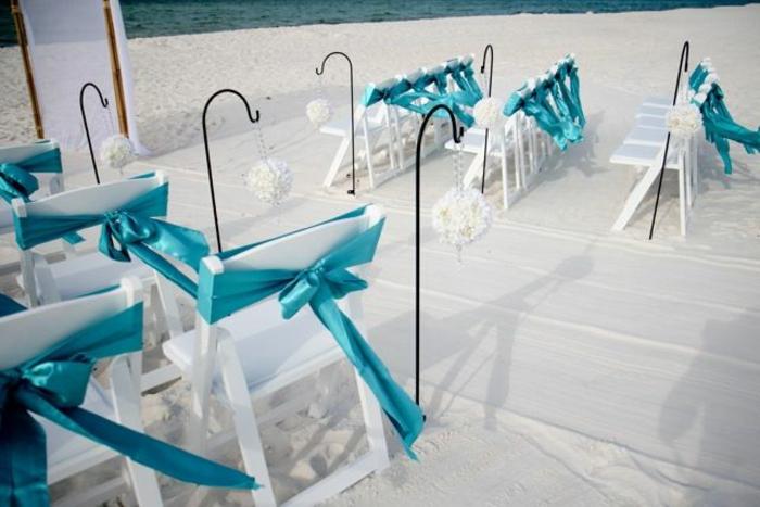 noeud-de-chaise-spécial-avec-des-rubans-bleus