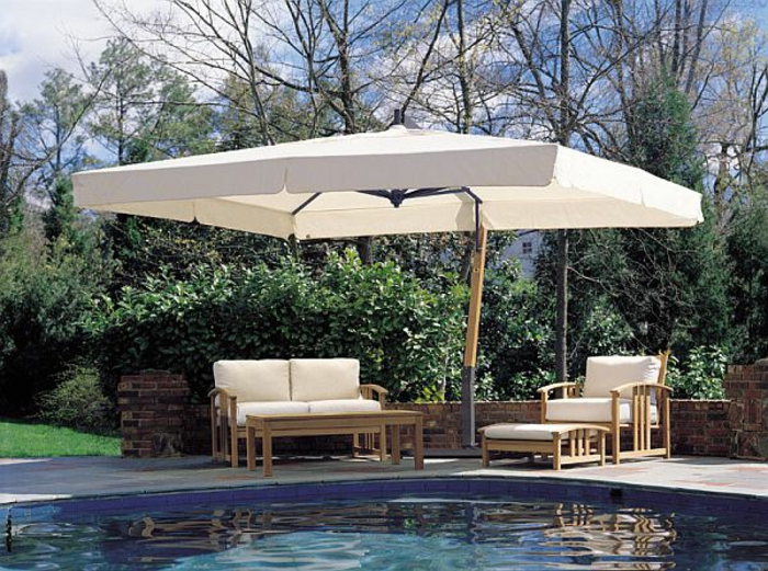 parasol-rectangulaire-de-couleur-blanc-piscine-moderne-jardin-maison-avec-jardin