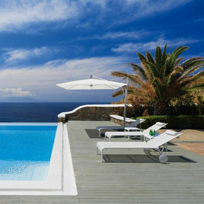 parasol-rectangulaire-parasol-déporté-blanc-piscine-moderne-sol-en-plancher