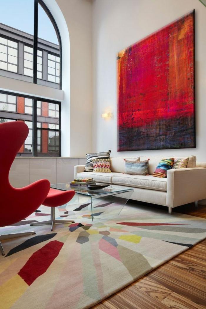 peinture-murale-de-couleur-rouge-tapis-avec-table-en-verre-transparente-chaise-rouge