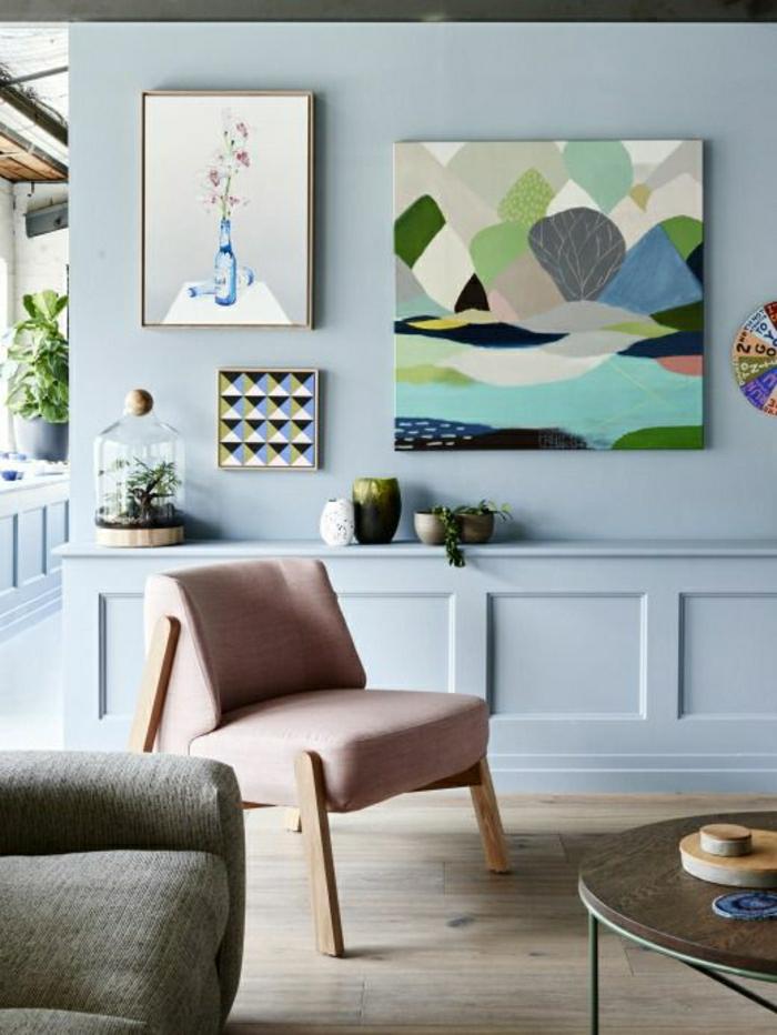peintures-murales-fauteuil-couleur-pastel-sol-en-parquet-plantes-vertes-table-de-salon