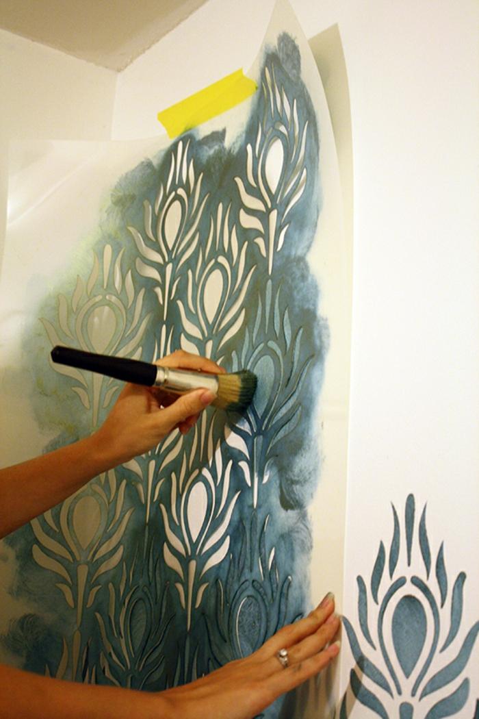 pochoirs-muraux-décoration-chambre-comment-se-fait-le-pochoir-mural