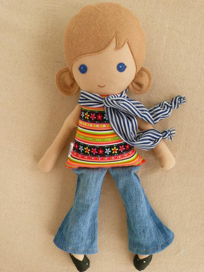 poupée-de-chiffon-avec-fichu-et-jeans