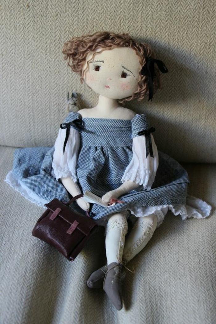 poupée-de-chiffon-jolie-dame-en-tissu