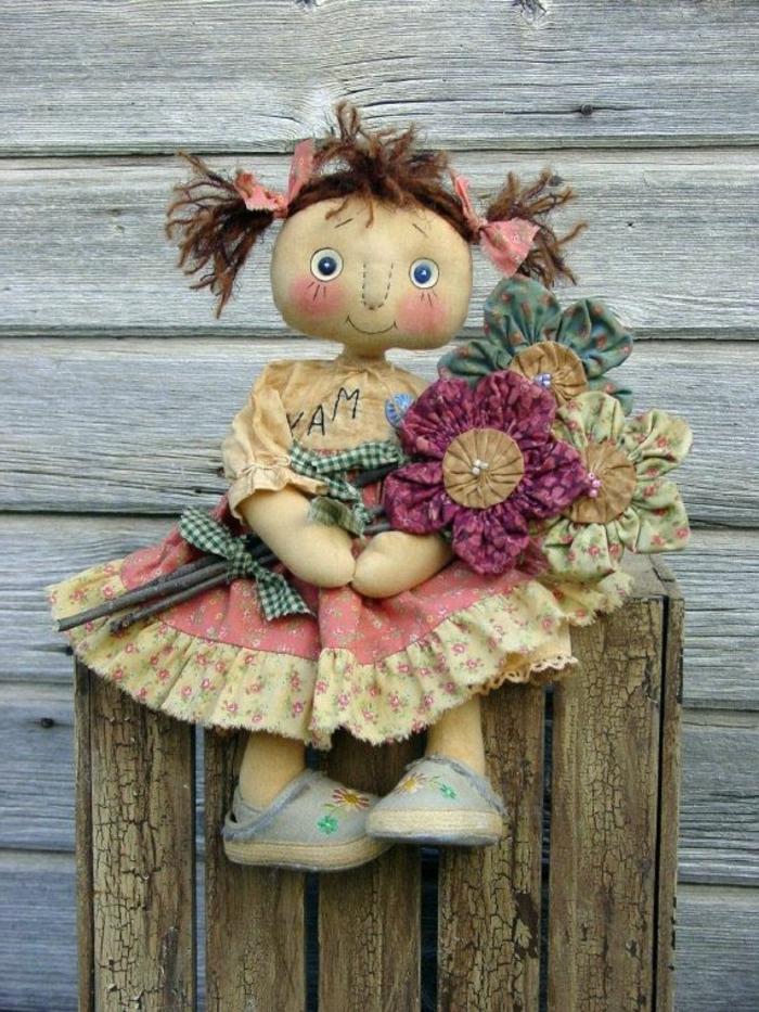 poupée-de-chiffon-poupée-chiffon-avec-bouquet-de-fleurs
