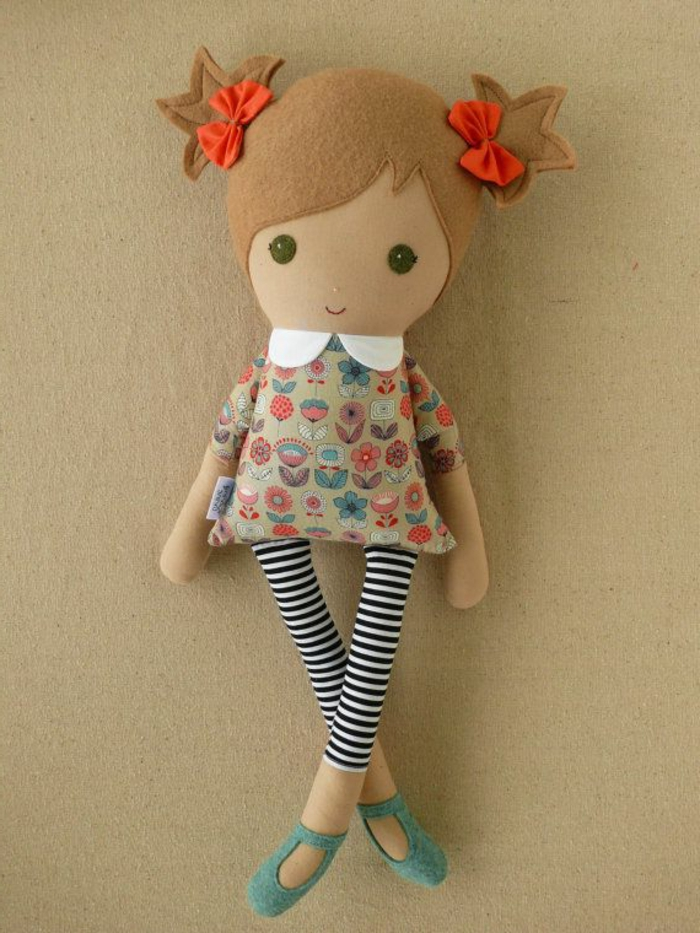poupée-de-chiffon-rubans-rouges