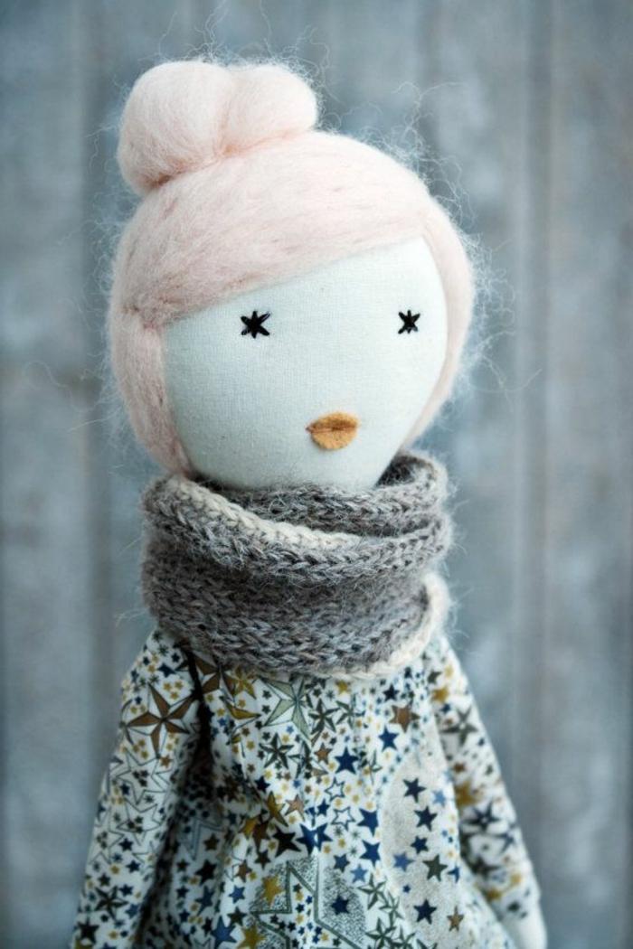 poupée-de-chiffon-une-dame-avec-chignon-rose