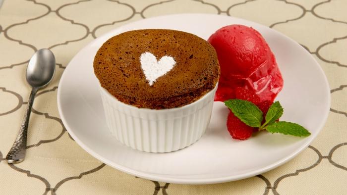 recette-coulant-au-chocolat-moelleux-au-chocolat-rapide-sorbet-fraise