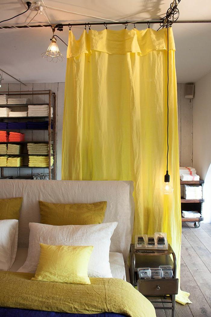 Rideau decoration interieur id es de for Decoration interieur fenetre rideau