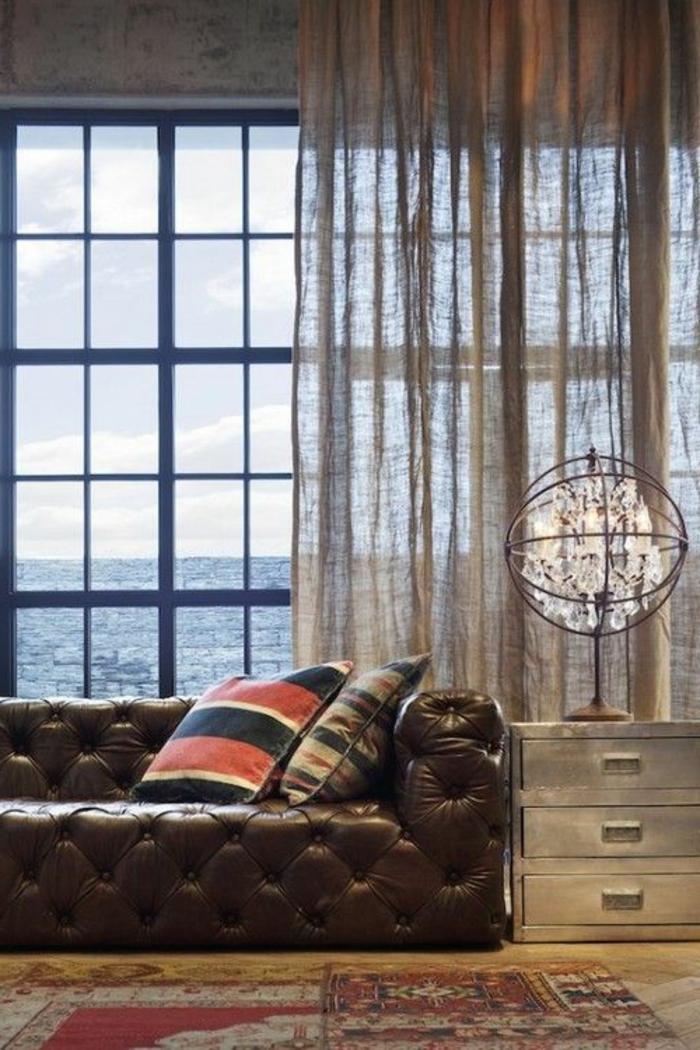 rideau-en-lin-léger-sofa-capitonné-cuir-marron