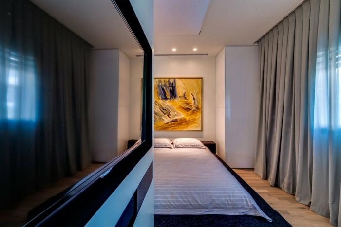 rideau-ocultant-gris-dans-la-chambre-à-coucher-moderne-peinture-murale-dans-la-chambre-à-couche