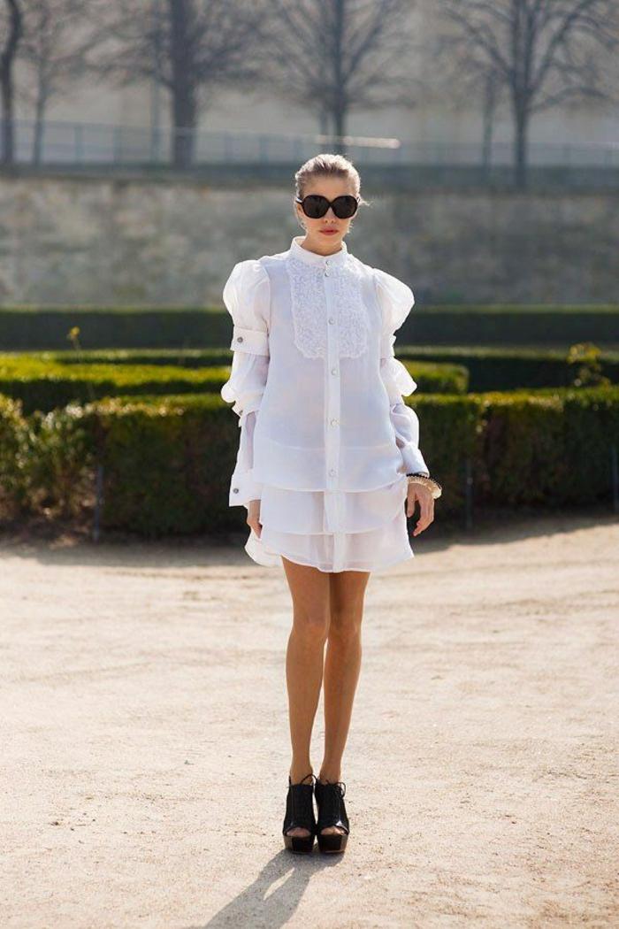 robe-blanche-robe-chemise-avec-lunettes-noirs-talons-hauts-femme-blonde