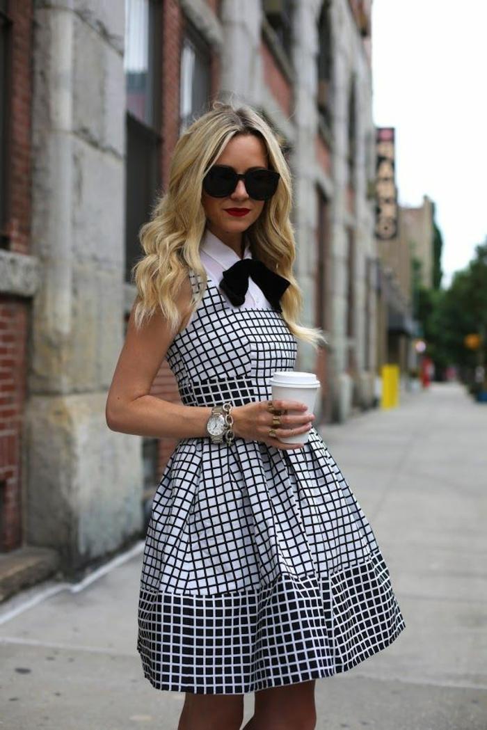 robe-chasuble-modèle-stylé-en-noir-et-blanc