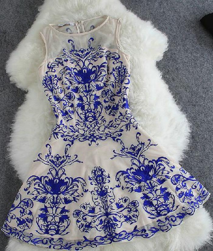 robe-courte-tenue-courte-robe-bleue-marine-tendance-dans-la-mode
