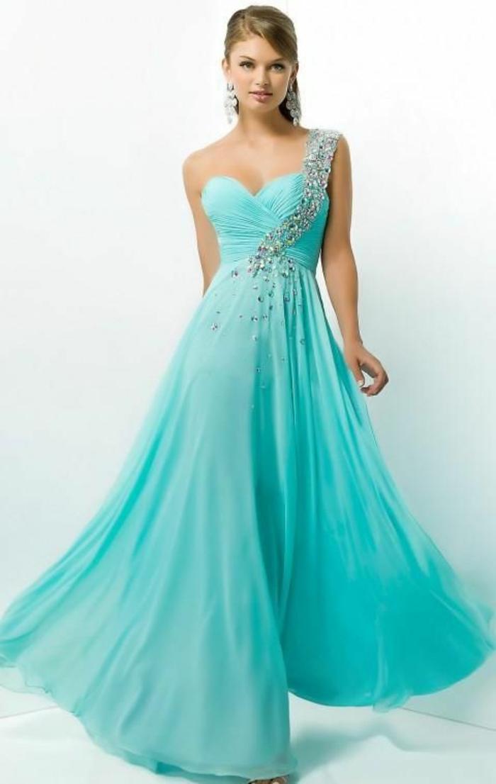 robe-longue-de-soirée-couleur-bleue-marine-robe-bleue-marine-fille-moderne