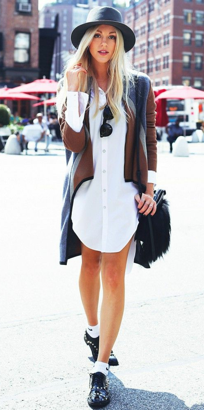 robe-moderne-chemise-robe-blanche-fille-blonde-cheveux-longs-fille-avec-sneakers