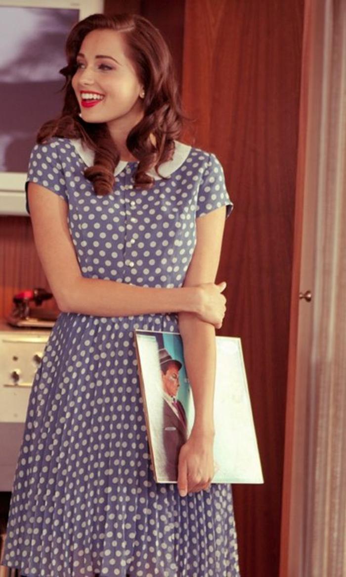 robe-retro-chemise-robe-a-points-blancs-robe-bleu-clair-femme-brunette