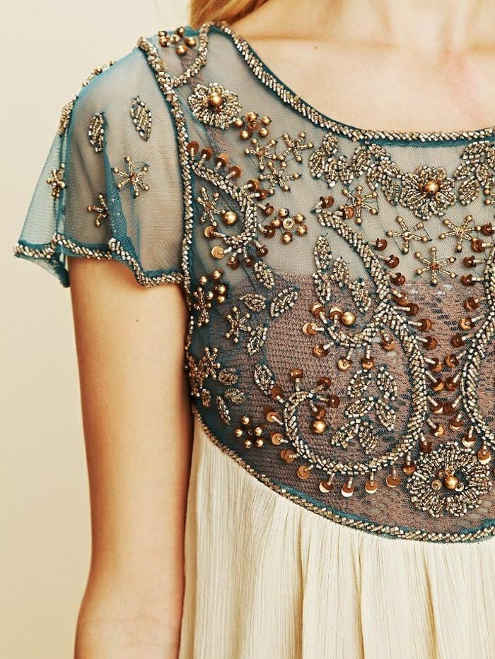 robe-tunique-jolie-déco-sur-une-robe-tunique
