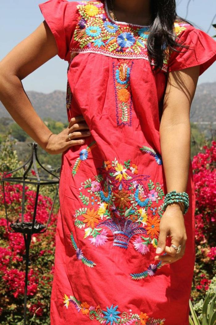robe-tunique-rouge-imprimés-floraux
