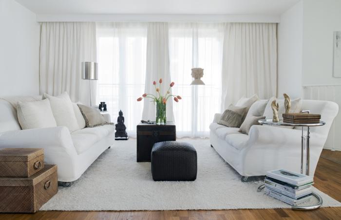 salon-avec-meubles-scandinaves-dans-la-gamme-blanche-fauteuil-dans-le-salon-de-couleur-blanche
