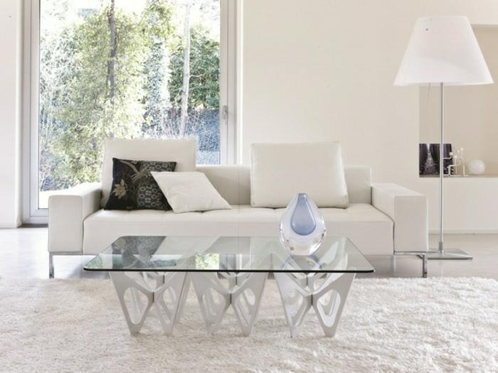 salon-blanc-tapis-blanc-lampe-de-salon-blanc-meubles-de-salon-bancs-plateau-de-table-en-verre-lampe-de-salon