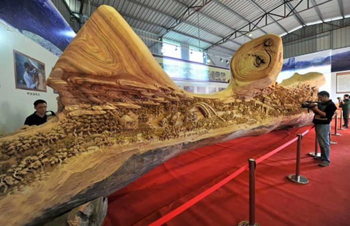 sculpture-sur-bois-de-Zheng-Chunhui-peinture-sur-grand-bois-arbre