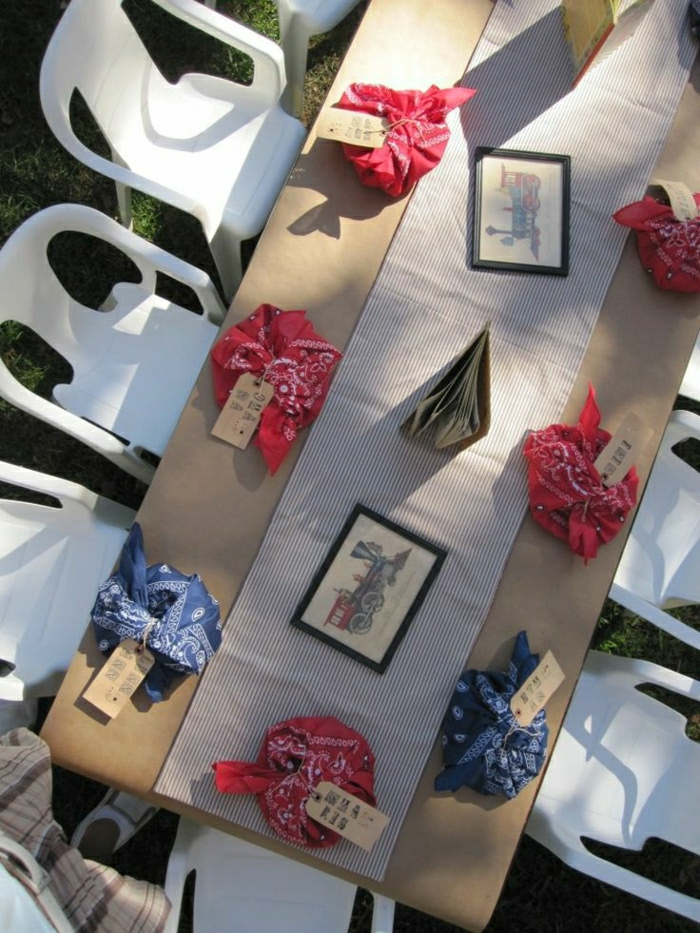 set-de-table-elegant-en-papier-set-jetable-nappe-beige-en-papier