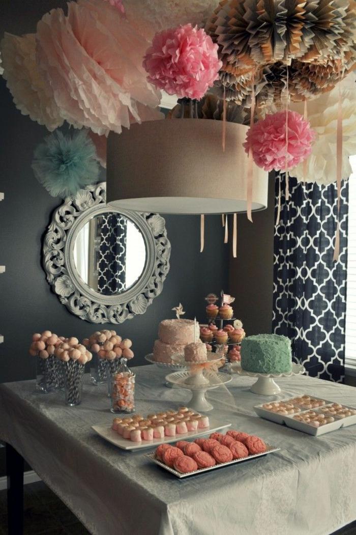 set-de-table-elegante-jolie-decoration-pour-la-table-nappe-blanche-boules-chinoises