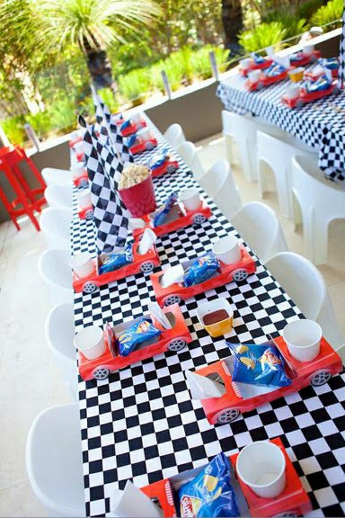 set-de-table-en-papier-chaises-blanches-set-de-table-jetable-anniversaire-garçon