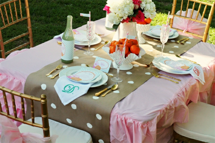 set-de-table-en-papier-jetable-jolie-nappe-rose-set-de-table-jetable