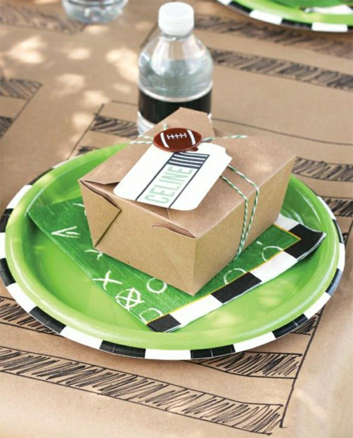set-de-table-jetable-de-couleur-beige-vert-plate-en-papier-coloré-nappe-en-papier