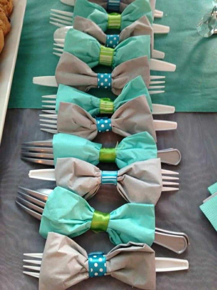 set-de-table-jetable-set-de-table-en-plastique-de-couleur-bleu-gris