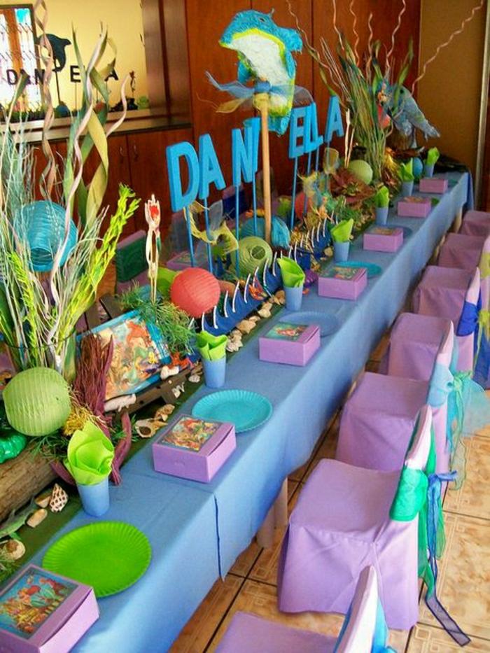 set-de-table-jetable-set-de-table-en-plastique-de-couleur-bleu-violet-anniversaire-d-enfant