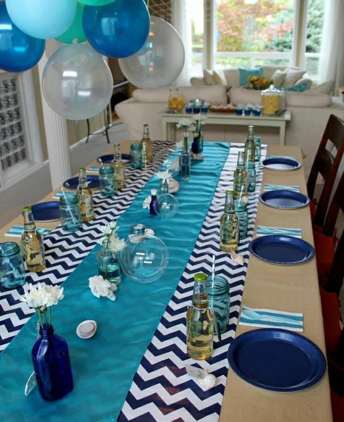 set-de-table-jetable-set-de-table-plastique-couleur-bleu-blanc-ballons-clorés