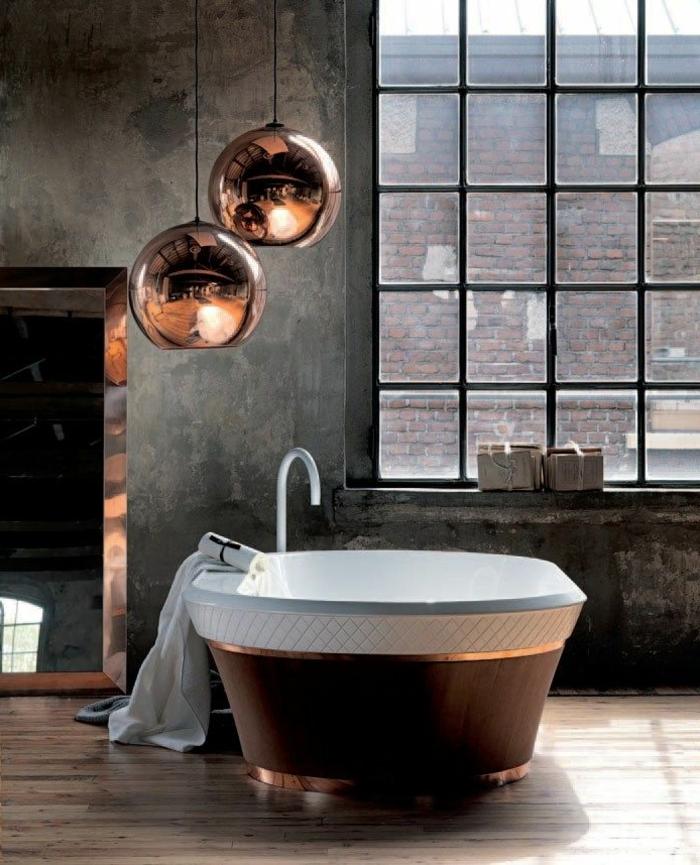 suspension-cuivre-au-dessus-de-la-baignoire
