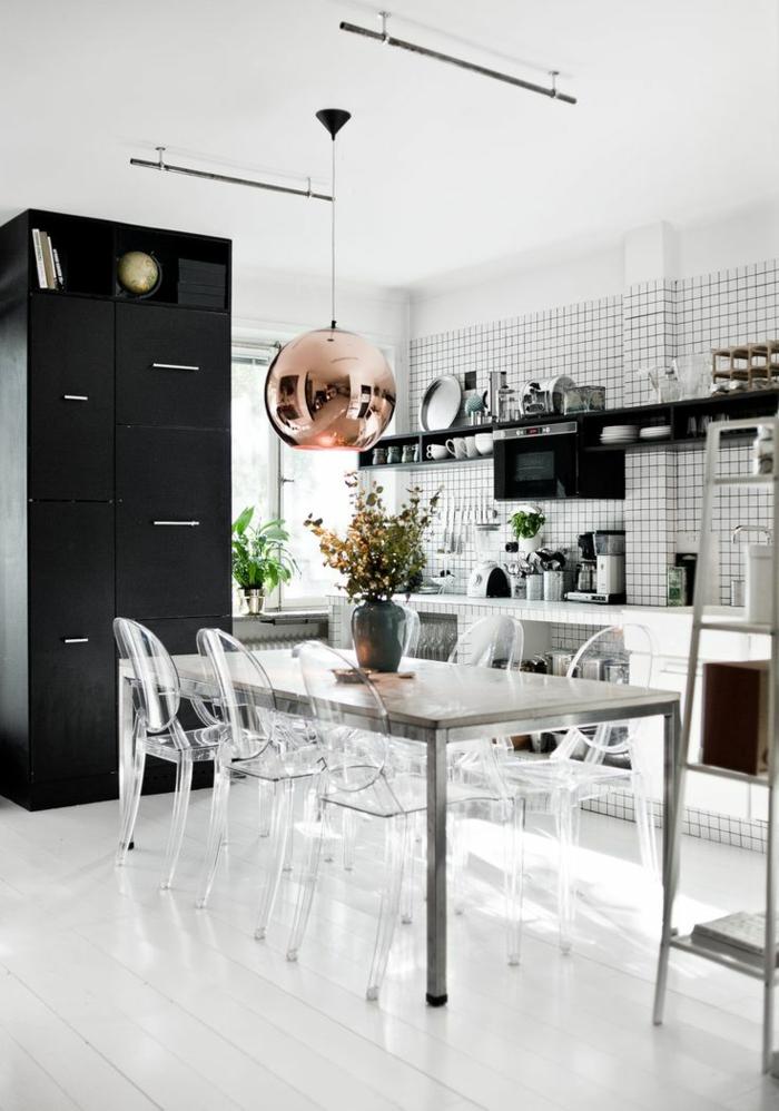 suspension-cuivre-cuisine-en-noir-et-blanc