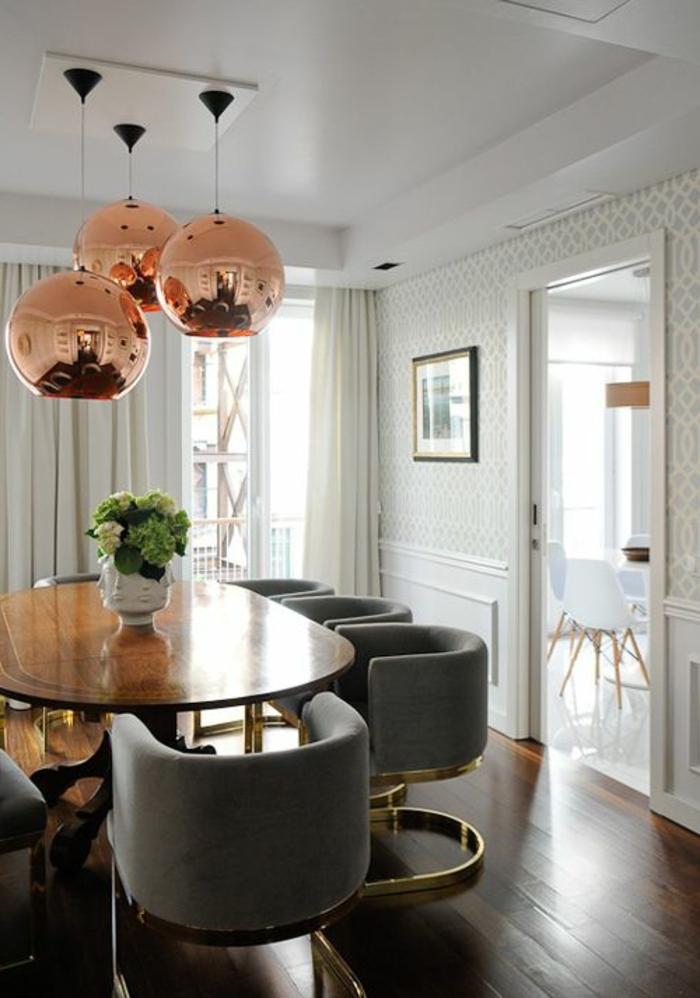 suspension-cuivre-murs-et-plafond-en-gris-clair