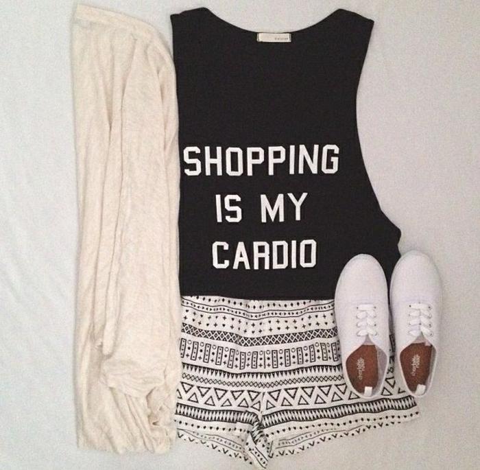 t-shirt-personnalisable-un-joli-tee-shirt-personnalisé-noir-femme-moderne-tendance-2015