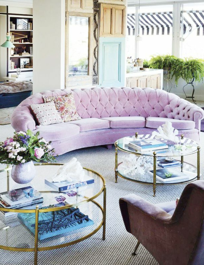 table-basse-ronde-deux-tables-basses-rondes-sofa-rose