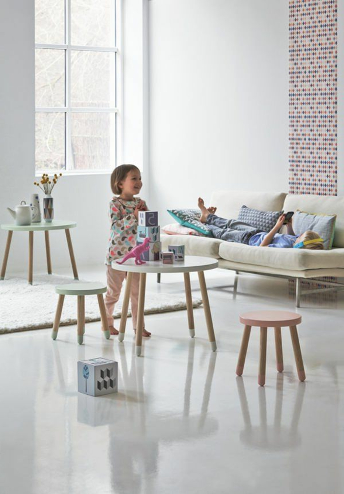 table-basse-scandinave-mobilier-d'enfant-pratique