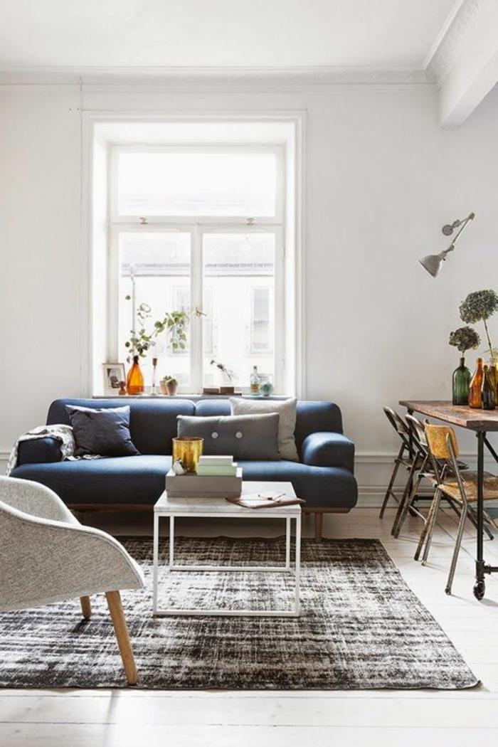 table-carrée-blanche-sofa-bleu-bureau-industriel