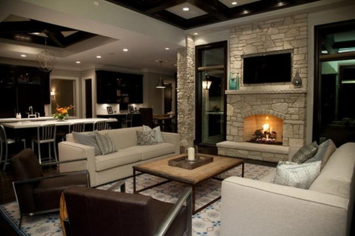 table-carrée-bois-cheminée-en-pierre-intérieur-ouvert