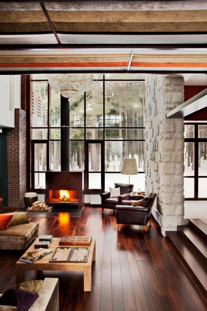table-carrée-bois-clair-intérieur-de-chalet-magnifique