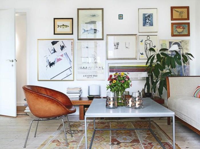 table-carrée-et-chaisemarronne-originale