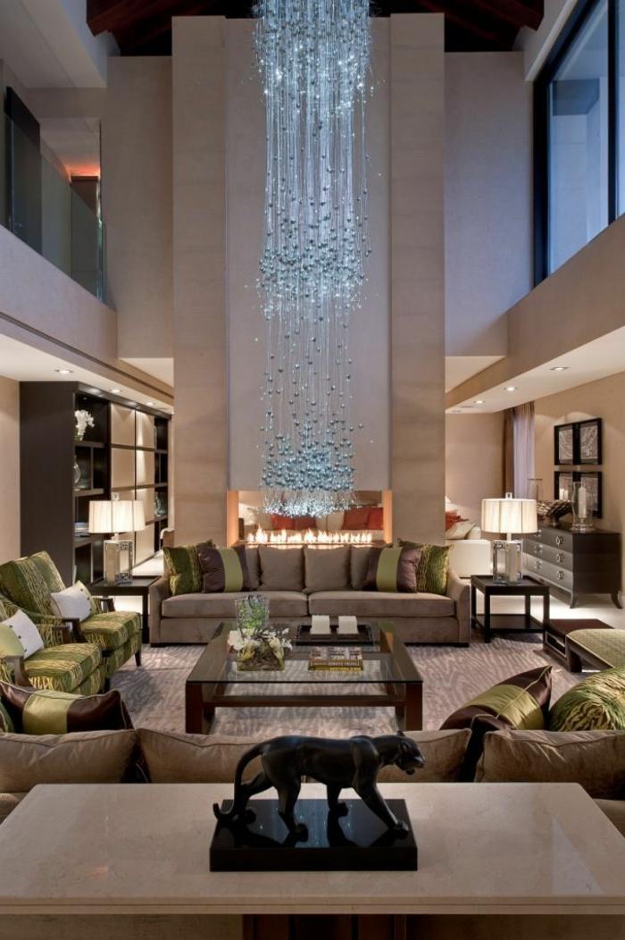 table-carrée-intérieur-à-haut-plafond-salle-de-séjour-taupe