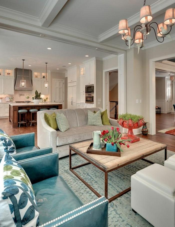 table-carrée-salle-de-séjour-et-cuisine-fauteuils-bleus